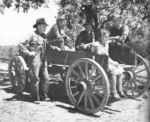 738px-Arthur_Rothstein_Family_in_a_wagon_Lee_County_August_1935