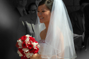 800px-Bride_with_bouquet