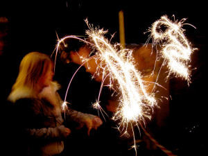 800px-Sparklers_moving_slow_shutter_speed