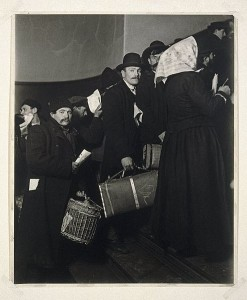 494px-Brooklyn_Museum_-_Climbing_into_the_Promised_Land_Ellis_Island_-_Lewis_Wickes_Hine