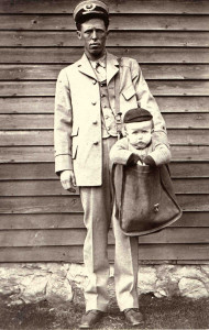 800px-Uniformed_Letter_Carrier_with_Child_in_Mailbag